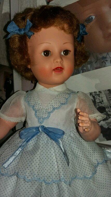 Une petite nouvelle voici Brigitte aux cheveux courts...