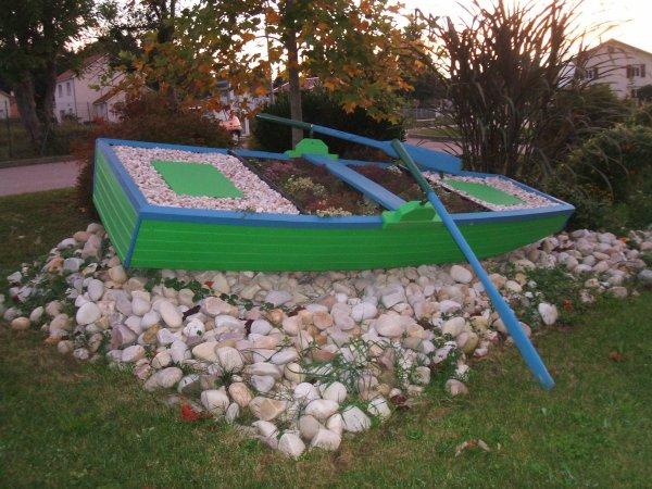 la barque fleurie entree du village blog de chaumousey88. Black Bedroom Furniture Sets. Home Design Ideas