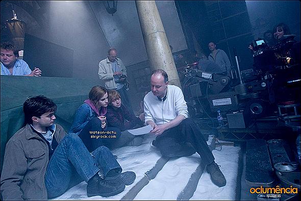. » Candids ( x2 ) + Photos Harry Potter + Scan Magasine. «  ♥ Crédit des sources utilisées: EmmaWatsonFrance.net + EmmaWatsonFan.net ♥ .