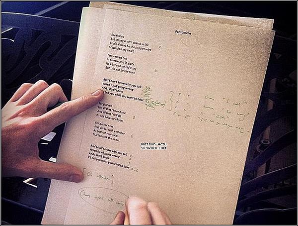 . » Edit: Emma se lancerait dans la chanson ! Rumeur ? Réalité ? «  ♥ Crédit des sources utilisées: EmmaWatsonFrance.net ♥ .