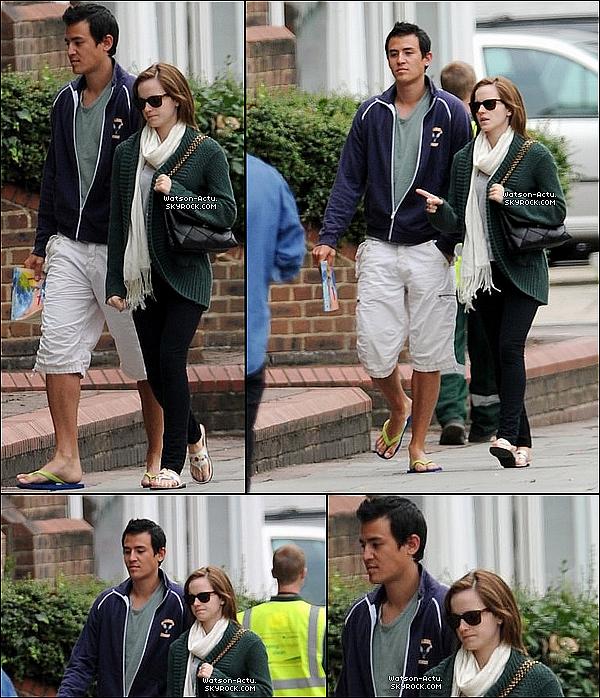 . » Candid, Emma & son petit ami, Will Adamowicz «  ♥ Crédit des sources utilisées: EmmaWatsonFrance.net ♥ .