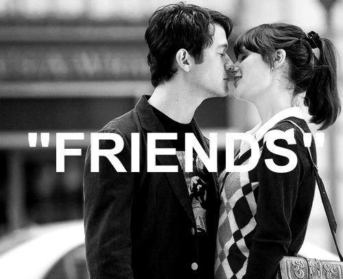 On s'embrasse à la photocopieuse, on se tient la main chez Ikea, on baise dans la douche... T'appelles ça juste des amis toi ?