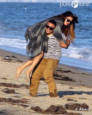 Selena Gomez : sans Justin Bieber mais en bonne compagnie pour l'anniv d'Ashley Tisdale (PHOTOS)