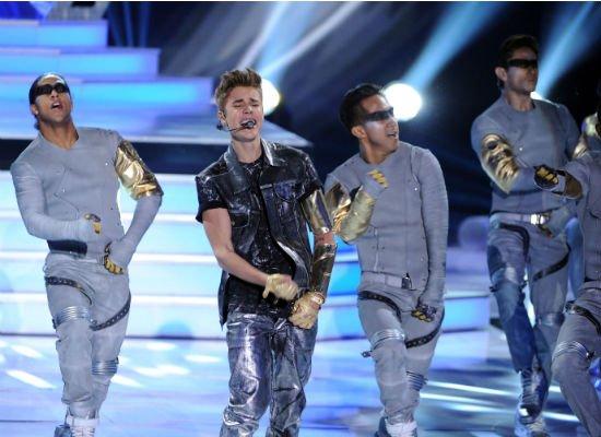 Teen Choice Awards 2012 : Justin Bieber fait son show ! VIDEO