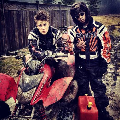 Justin Bieber tout cracra après une excursion en quad ! Photos