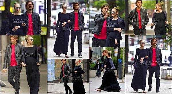 13/05/2016:Candice a été photographier avec Hermann Nicoli dans les rues de New York. Pas de talons hauts, ni de vêtements trop moulants, elle s'est affichée avec une robe noire à manches longues, et un petit gilet.