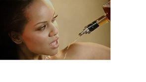 """Du whisky garanti """"versé sur les seins"""" d'une playmate avant embouteillage"""