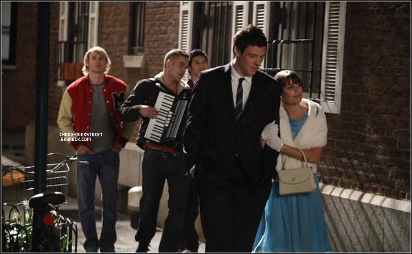 .  ★ GLEE LIVE TOUR 2011  and  Stills : Le Glee Tour commence à Las vegas ! Voici les premièrs photos, que du orange ! On ne voit pas trop Chord malheureusement. Il a interprété la chanson « Lucky » avec Diana Agron. un nouveau Still de l'épisode 22 de la saison deux de Glee.  .