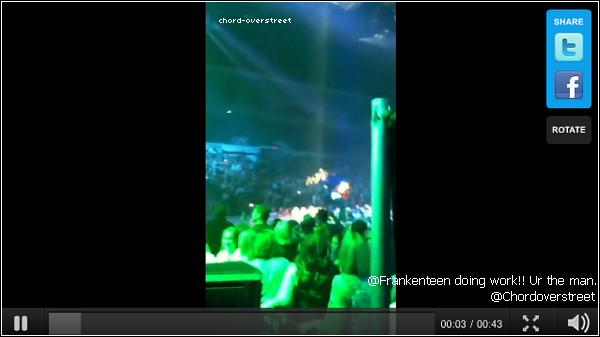 """♦ Twitter time: Le 30 mai, Chord a posté une vidéo de Cory Monteith chantant la chanson """"Jessie's girl"""" sur Twitter."""