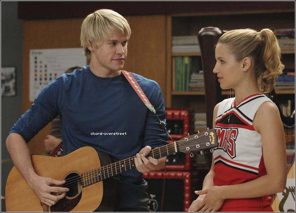 ♦ Glee : Les premiers trailers du Glee live 3D son apparu hier sur MTV. Vous pouvez voir les deux vidéos ici et ici.