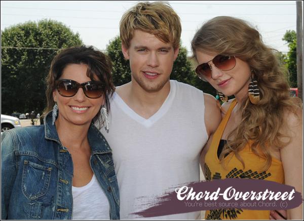 . 7 JUIN 2011 : Chord, Taylor et Shania Twain se mettent dans la peau des personnages du film culte « Thelma & Louise »  pour les Country Music Awards ! Sexy Chord. ♥ .