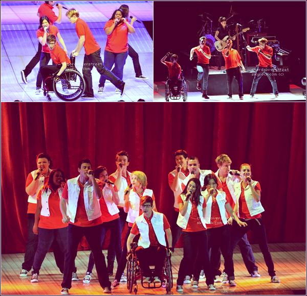 ♔ GLEE LIVE TOUR. Le cast est à Londres en ce moment même ! Pour l'occasion, ils ont remis leurs tenues rouges, génials !