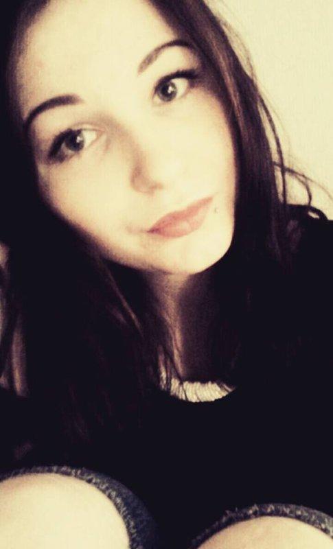 » J'ai pas un coeur de pierre, je suis une fille en verre, sous mes aspects difficiles se cache un coeur fragile. Les apparences sont trompeuses, je ne suis pas celle que tu crois, mon coeur n'est pas si froid. ღ