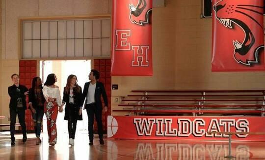Le 20 janvier 10 ans anniversaire du film High School Musical, les acteurs des films ont tenu à marqué le coup en se réunissant tous. Sauf Zac Efron !