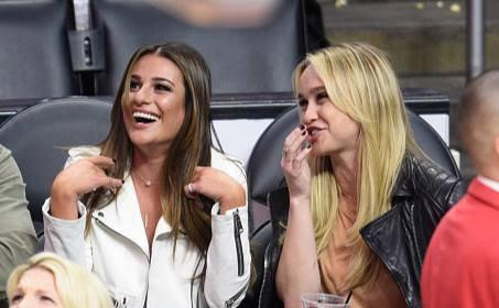 """Lea et Becca Aperçues hier, pendant le match de basket entre le """" New York Knicks """" et """" Los Angeles Clippers"""