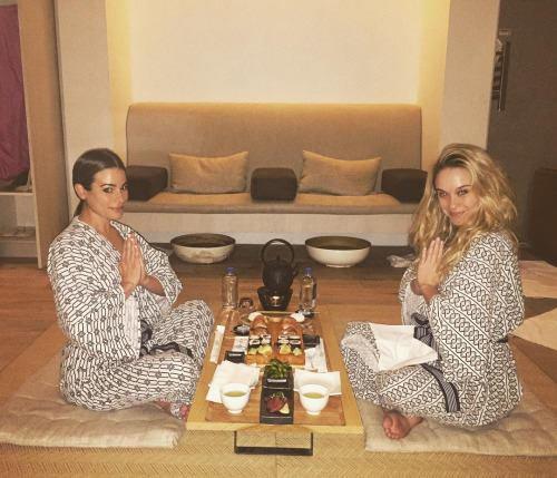 msleamichele Nos choses préféré en un.. Sushi et massages! Parfaite journée avec @itsbeccatobin au @tomoko_spa ✌🍣