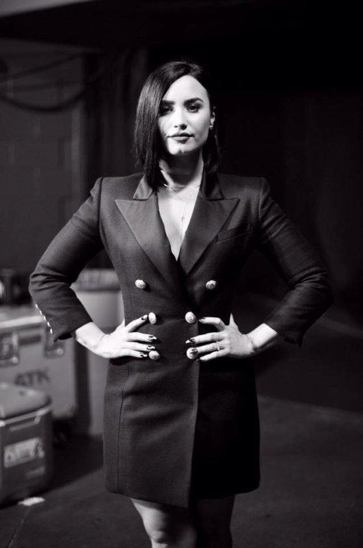 Demi (et d'autre artiste) au iHeart Awards