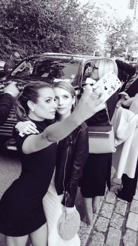 Lea Michele et Emma Roberts sur Twitter