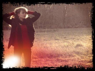 ~* Les larmes et les rires sont toujours présent . . . Et . . . La pensée emmène toujours à la tristesse ou à la joie.