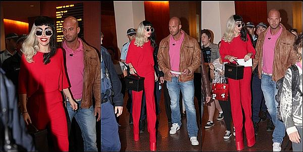 -[/align=center] 12/07/11 : Lady Gaga encore et encore vue à la sortie de son hotel ou .. à Sydney  en (Australia). -[/align=center]