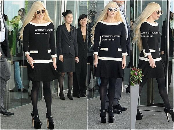 .02/05/12 : Lady Gaga à été aperçue aujourd'hui, quittant son hôtel à Hong Kong pour aller donner un concert..