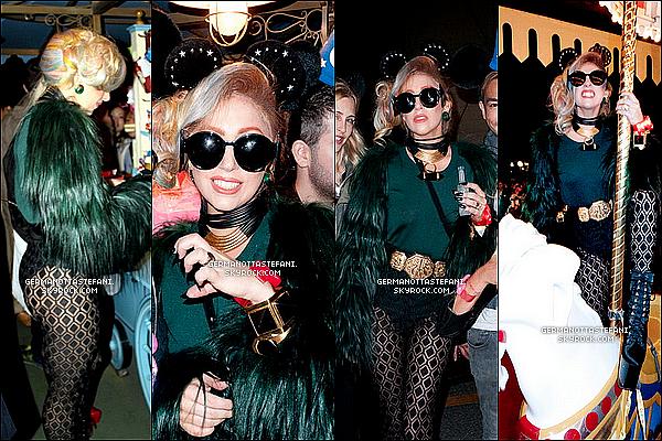 _  11/05/12 : Gaga a profité de son séjour à Tokyo pour faire du carrousel à Disneyland. _