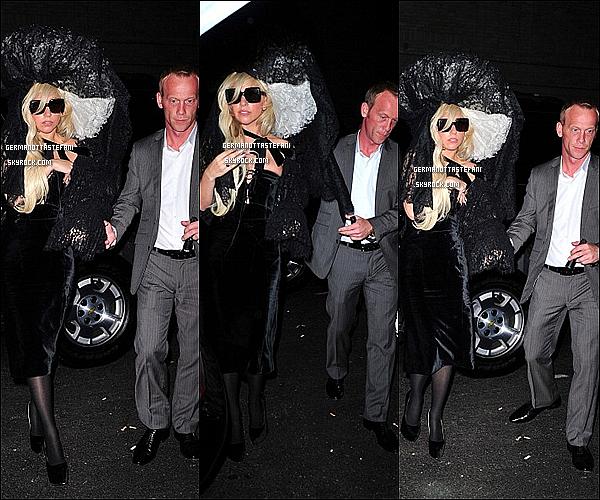 -[/align=center] 18 / 08 / 11      Lady Gaga arrivant au Roseland Ballroom assitant au concert de Beyoncé (N-Y).  -[/align=center]