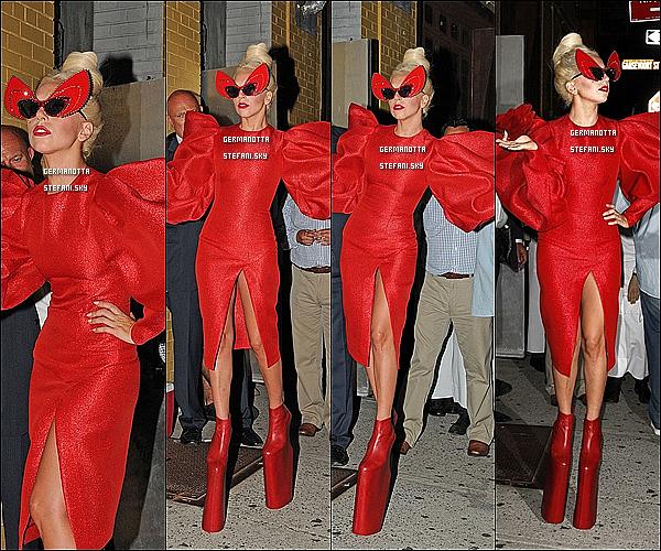 12/09/11 : Lady Gaga a été aperçue en plein shooting pour le magazine Vanity Fair dans New-York.  Top ou Flop ?