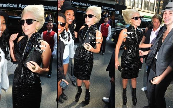13/09/11 :  Lady Gaga à été aperçue dans la soirée arrivant a son hotel dans les rues de New York. Top ou Flop ?