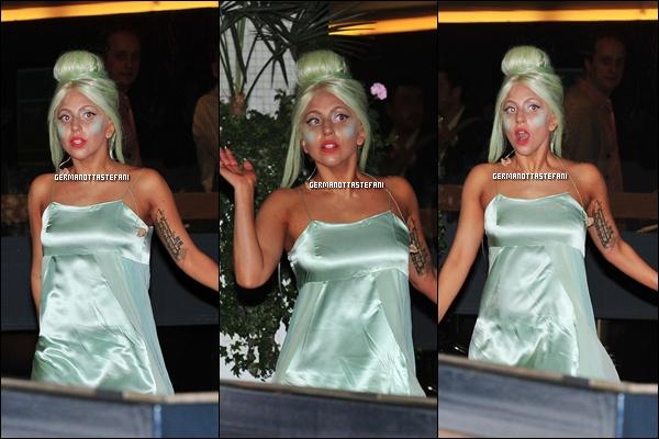 05/10/11 :   Lady Gaga a été vue arrivant - quittant son hôtel Londonien pour les studios d'ITV. Top ou Flop ?