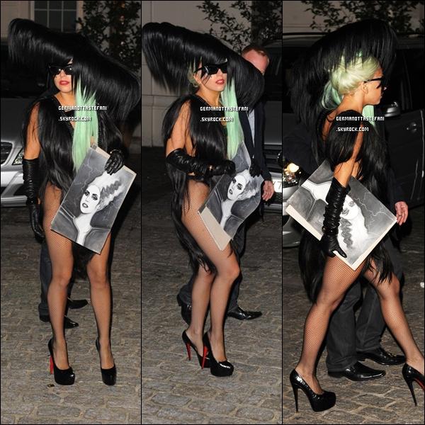 06/10/11 :   Lady Gaga a été aperçue sortant de son hôtel Londonien, le Lanesborough à Londres. Top ou Flop ?