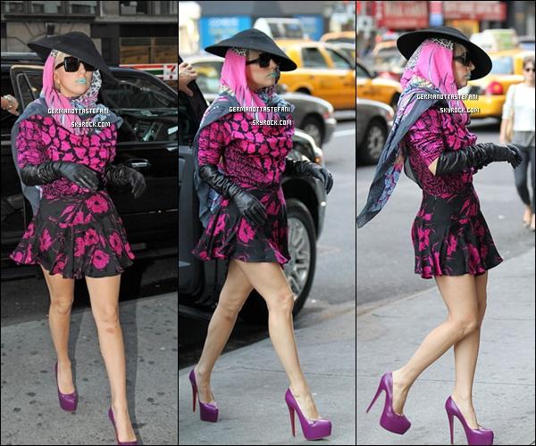 09/10/11 : Lady Gaga toute ravissante  a été aperçue aujourd'hui dans les rues de New-York. Top ou Flop ?