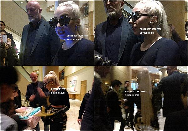 .22/04/12 : Lady Gaga a été aperçue aujourd'hui dans un centre de Yoga à Séoul en Corée du Sud. Top ou Flop?Lady Gaga commencera sa grande tournée dans une semaine maintenant les billets sont dès maintenant disponible à la FNAC..