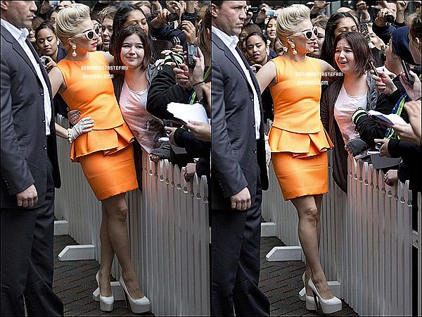 _  05/06/12 : Lady Gaga arrive en Nouvelle-Zélande et arrivant a son hôtel à Auckland. _