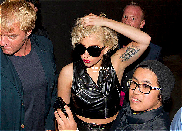 _  08/06/12 : Lady Gaga a été aperçue quittant le lieu de sa tournée du Born This Way Ball Tour.  _
