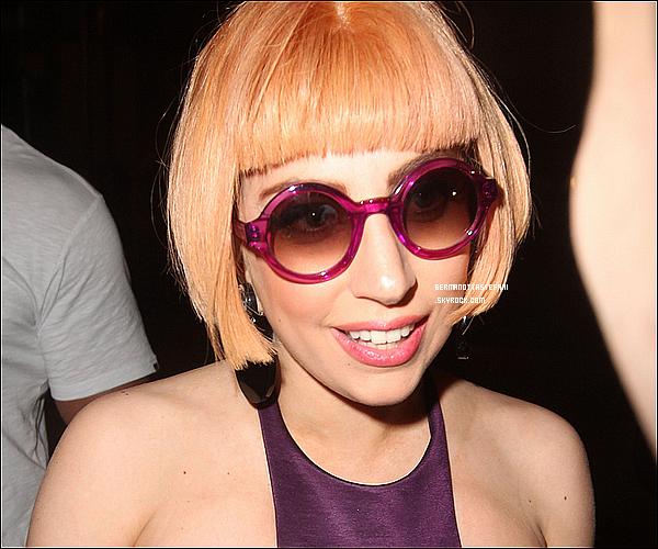 _  10/06/12 : Lady Gaga a été aperçue arrivant à Brisbane en Australie et a donner un concert .  _