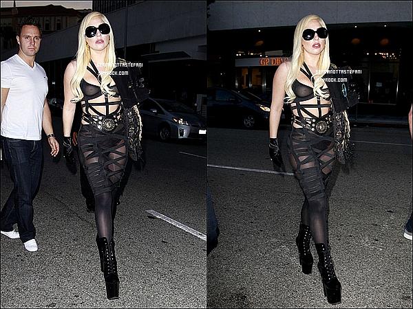 -[/align=center] 10/07/12 : Toute charmante, Gaga a été aperçue ce rendant au restaurant Mr. Chow dans Los Angeles.  -[/align=center]