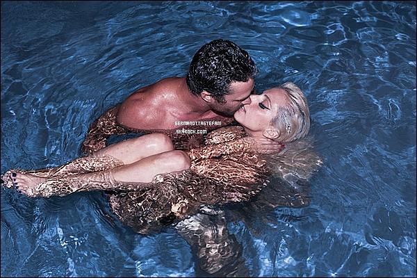 """-[/align=center] Gaga a posté une photo avec son chéri une autre de son tatouage """"ARTPOP"""" et une autre pour son parfum """"FAME""""      -[/align=center]"""