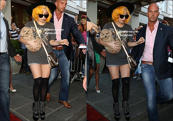 -[/align=center] 18/08/12 : Lady Gaga a été aperçue sortant de son hôtel afin de se rendre à son concert dans Vienne.    -[/align=center]