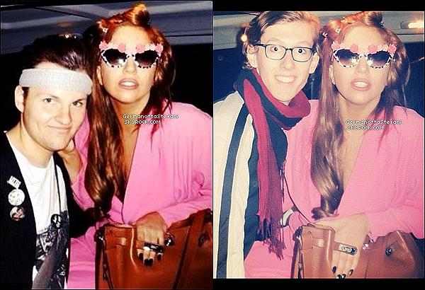 -[/align=center] 07/09/12 :  GaGa à Chicago est passée rendre une visite à son parfum « Fame » dans le magasin Macy's.  -[/align=center]