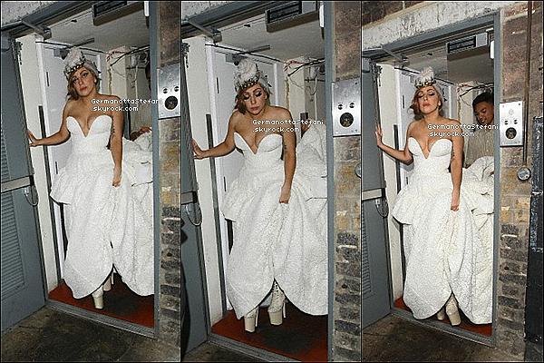 -[/align=center] 09/09/12 :  Lady Gaga encore et encore avec sa robe blanche arrivant au club  « The Arts » à Londres.  -[/align=center]