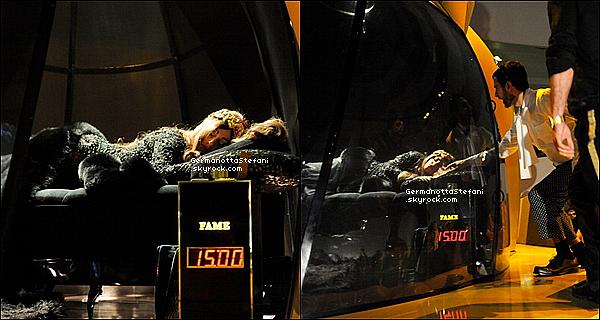 """-[/align=center] 13/09/12 :  Lady Gaga, était au musée Guggenheim pour promouvoir son propre parfum """"FAME"""" à N-Y. Déroulement de la soirée, La soirée s'est terminée à 05h00 heure française. En attendant d'avoir plus de vidéos et de photos voici un résumé: Gaga a dormi pendant environ 1h30 dans une reproduction géante de son parfum. Après la diffusion du spot publicitaire, des gens présents au musée lui ont touché la main. Gaga s'est ensuite levée, s'est remaquillée… et a uriné dans un seau transparent! Une pause eu lieu avec un écran noir. Après quelques minutes, la vidéo live est revenue. Gaga se faisait désormais tatouer le crâne (un ange). Tara et sa soeur Natali étaient notamment avec elle dans le parfum géant, ainsi que d'autres personnes. Gaga et ses invités fumaient et buvaient du champagne pendant son tatouage, elle était également à moitié nue. Pendant ce temps ils ont tous pris plusieurs photos avec l'iPod de Gaga pour les poster sur Littlemonsters.com. Le live s'est terminé sur Gaga allongée et discutant avec ses convives. Découvrez quelques photos de la soirée ci dessous.   -[/align=center]"""