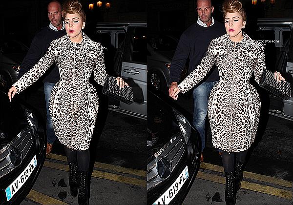 -[/align=center] 21/09/12 :  Lady Gaga  à été aperçue arrivant a son hôtel Parisien où elle donnera son concert ce soir.  -[/align=center]