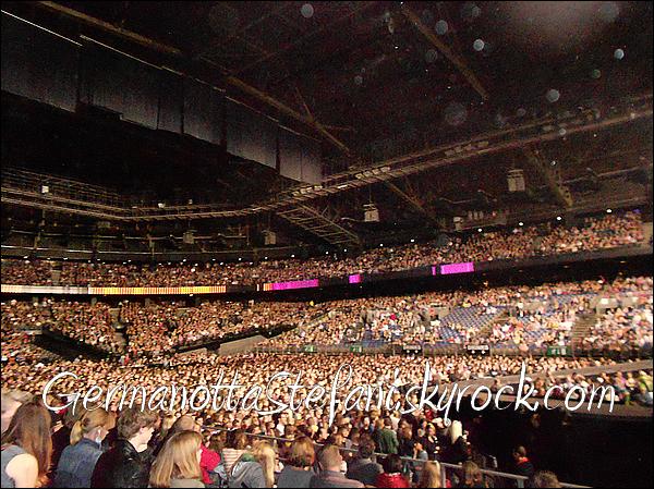 _  Lady Gaga s'est produit hier-soir au Sport Paleis d'Anvers en Belgique. (photo de moi) _