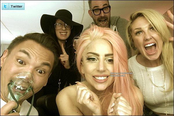 _   Lady Gaga a posté une nouvelle photo pour la réélection de Barack Obama. Bravo ! _