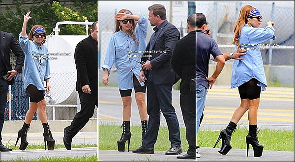 -[/align=center] 07/11/12 :  Lady Gaga à été photographiée arrivant a Rio de Janeiro et aussi sur le balcon de son hôtel.  -[/align=center]