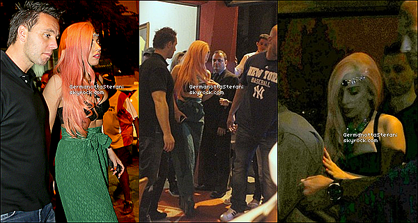 -[/align=center] 08/11/12 : Lady Gaga à été repérée quittant un restaurant à Rio puis sur son balcon et jouant au foot.  -[/align=center]