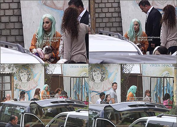 -[/align=center] 22/11/12 : Lady Gaga a été aperçue allant rendre visite a un centre d'accueil de jeunes filles au Pérou.     -[/align=center]