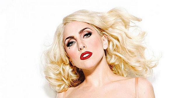 _  04/12/12 : Gaga est arrivée à Oslo en Norvège lieu ou elle donnera sa prochaine date.  _