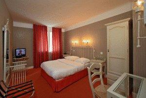 L 'hôtel Familial à Niort que je désirerais poursuivre après petit apercu des chambres